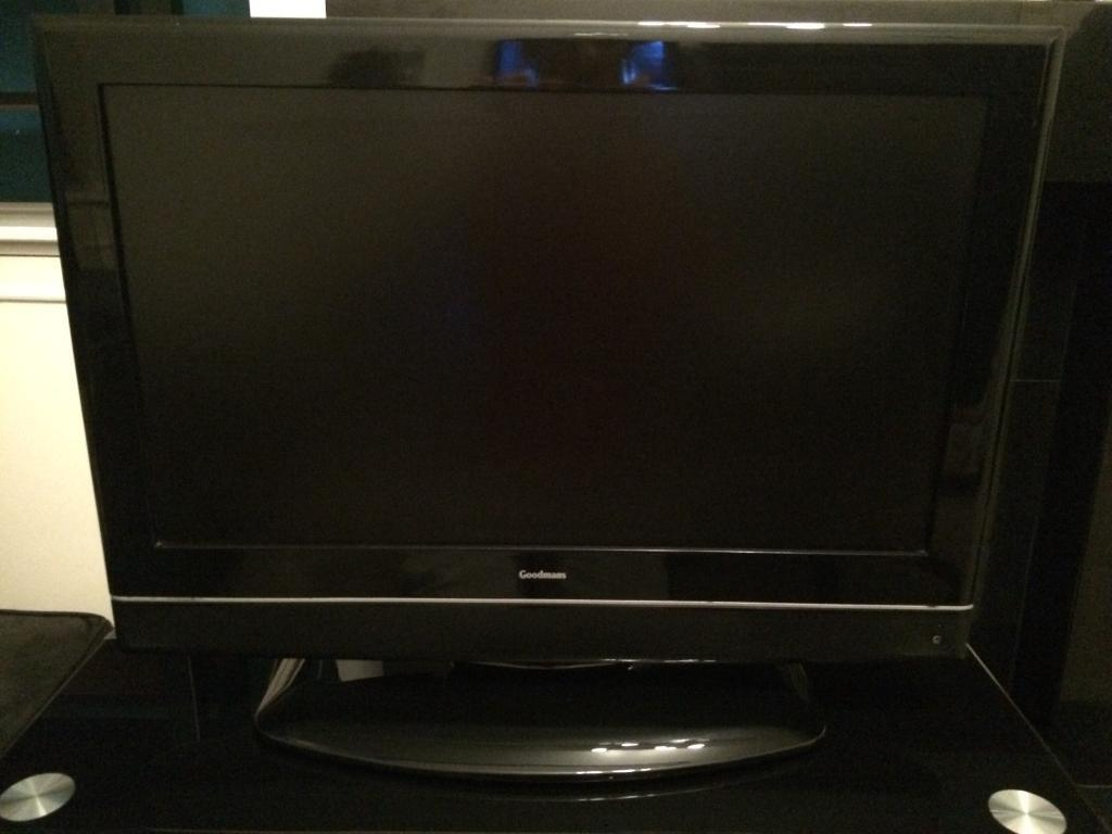 Goodmans 26 inch lcd tv HD + black glass table 26""
