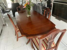 Extending dining set - perfect for Christmas entertaining 🎄🎄🎄🎄