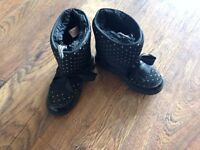 Black snow boots size 13