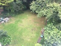 Large Double room with washbasin garden views 5 mins town centre Asda University Lansdowne parking
