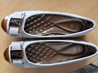 Women's grey Dior flat shoes