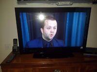 hitatchi 32 lcd tv like new