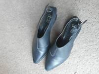 M&S Ladies Leather Shoes .,size 7.5