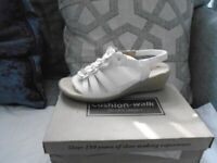 4 pair of cushion-walk sandals size 8 brand new