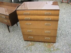 VINTAGE / RETRO CHEST OF 5 GRADUATED ORNATE DRAWERS. HIGH GLOSS. VIEWING / DELIVERY AVAILABLE