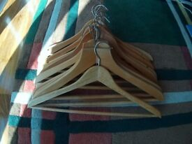10 Natural Wooden Clothes Hangers