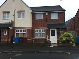 3 bed modern house, close all to amenities, transport, school's university, hospital Fallowfield