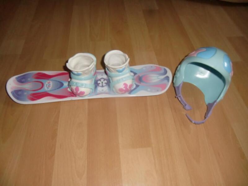 baby born snowbord mit schuhen und snowbordhelm gebraucht. Black Bedroom Furniture Sets. Home Design Ideas