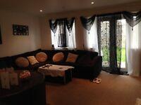 Detached 2 bedroom bungalow, private sunny garden & parking