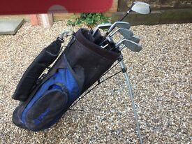 Men's right handed golf clubs with bag and stand