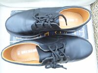 BRAND NEW BOXED WIDE FIT TUFFKING MENS SAFETY SHOES SIZE 9.5 AIR CUSHION SOLE SMART STURDY COMFY