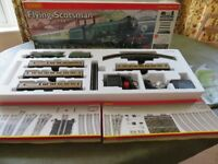 Electric OO gauge Hornby Flying Scotsman train set R1039 with extras