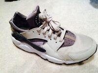 Nike air huaraches cream gray black
