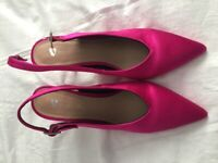 Ladies Pink slingback shoe