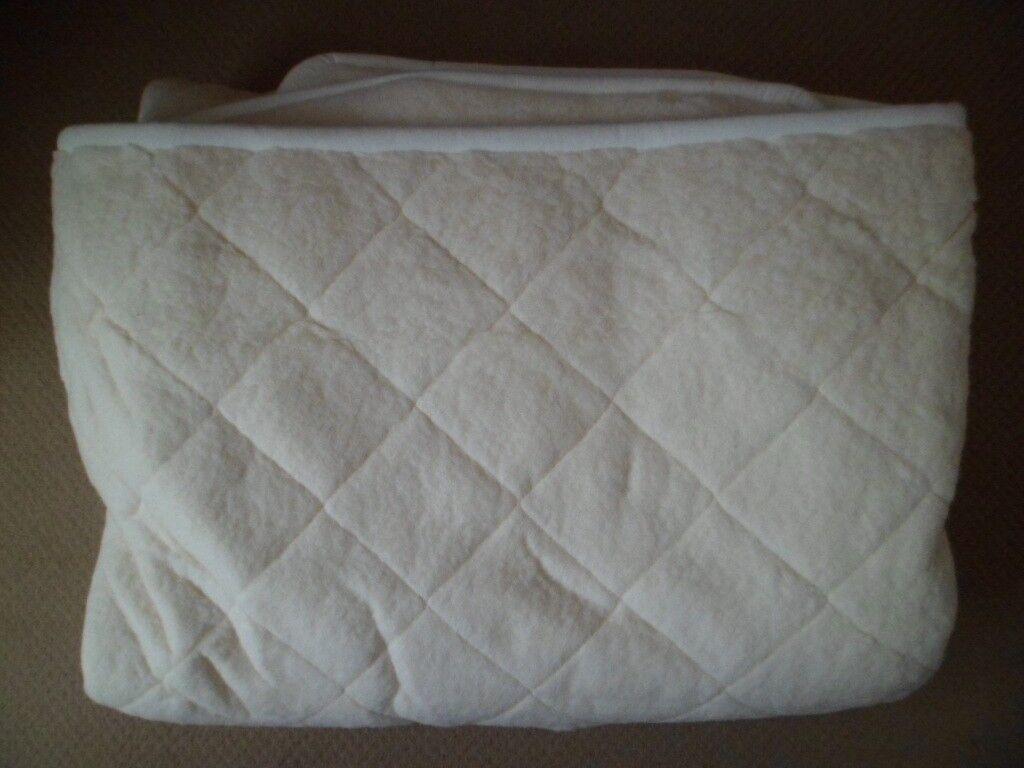 Cream Merino Wool Kingsize Under Blanket with elastic corners,197 x 146 cm.Been Cleaned.