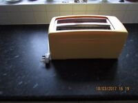 Swan Mellow Yellow 4 Slice Toaster