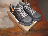 site shale safety trainers size UK 9 new