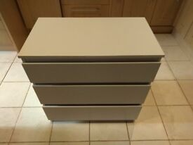 Small white chest of drawers