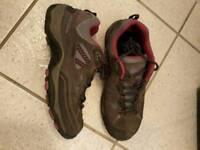 WALKING SHOES - Hi-Tec Size 5