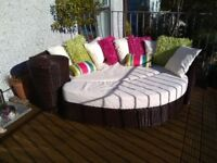 B&Q oval shaped garden/patio day bed VGC