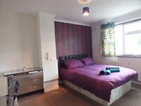 DOUBLE ROOM £115pw or £150pw / Redbridge Station