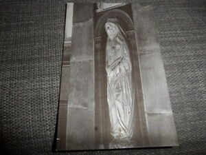 LONDON   St Paul's Cathedral   Dr Donne Statue     VINTAGE POSTCARD  GOOD