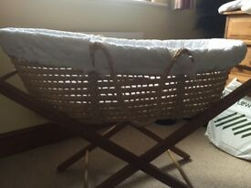 Moses basket with stand and accessories