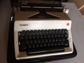 Olympia SM9 c. 1970 portable manual typewriter with original case