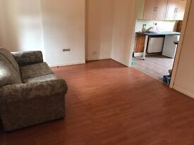 2 BEDROOM FLAT TO LET AVAILABLE NOW !