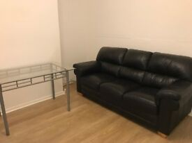 Newly Renovated Double Room -7min-walk to the train station and 3 min-walk to shops