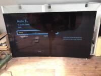 Samsung 55 inch UE55HU7200 curved TV - broken screen (plus one remote control)