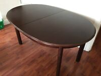 Extendable dining table. Oval Mahogany.