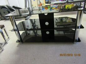 "42"" Stand in black glass"