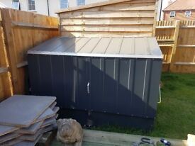 Metal outdoor storage unit