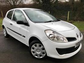 Renault Clio in white full service history!