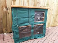 Rabbit hutch with cover (almost new)