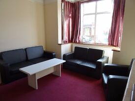 Quiet furnished 4 bedroom property in Merton Park close to all amenities and Transport SW19