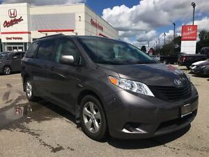 2013 Toyota Sienna CLEAN CARPROOF   ONE OWNER   ALLOY RIMS  