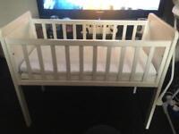 Baby crib in white