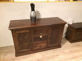 Solid WOOD SIDEBOARD BRAND NEW SIDEBOARD 2 DOORS 3 DRAWERS EX DISPLAY