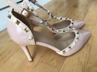 Size 7 court heels