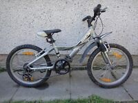 Giant MTX 125 bike, suit age 7 to 9 years, 20 inch wheels 6 gears, aluminium frame, front suspension