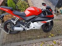Yamaha YZF R125 ABS 2015 only 2000 miles, minor damage, chains, lock and jacket and trousers