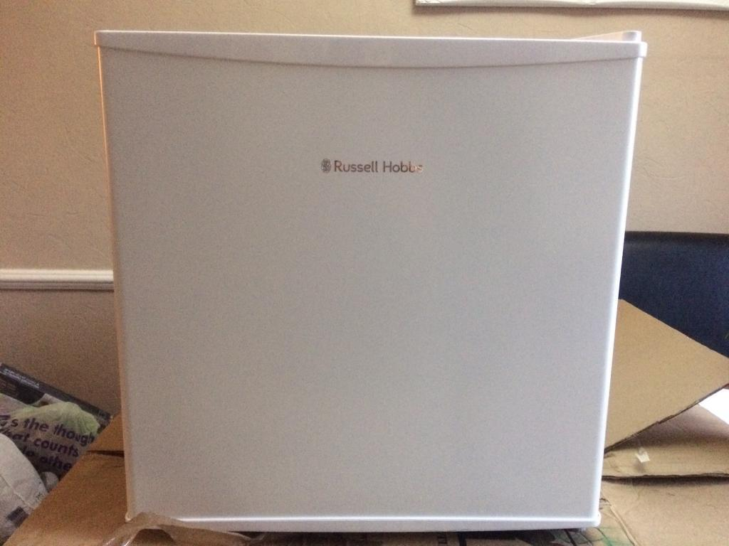 Russell Hobbs mini fridgein Northfleet, KentGumtree - White Russell Hobbs mini fridge 45l in great condition, there is a small dent on one of the sides on the corner but barely noticeable. Retail price £90