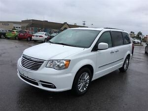 2016 Chrysler Town & Country TOURING/ BLUETOOTH/  NAV