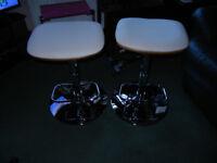 New 2 bar/kitchen stools