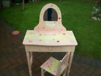 childs desk very good condition solid wood