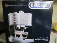 Delonghi Expresso & Cappuccino coffee maker15 bar EC3305 unused in box.