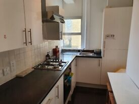 Recently redecorated 2 double bedroom split level flat within walking from Upper Street Islington N1