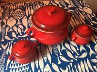 Le Creuset bean pot plus 2 mini pots